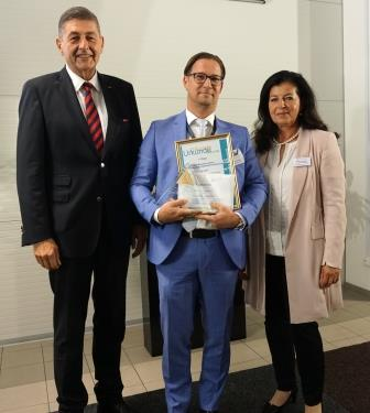 "2018-10_bba-Verleihung_klein ostechnik.de - Ganter erhält ""Best Business Award"" in Gold"